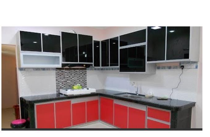 Dapur Moden On Invaber Proses Reka Bentuk Hiasan Dalaman Kabinet Dapur Aluminium Sepenuhnya Dengan Kabinet Dapur Berbentuk U Hiasan Dalaman Dapur Moden Penggunaan Lantai Kayu Warna Putih Sebagai Warna Kayu